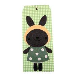Pochette cadeau - Lapin noir en robe verte sur un fond en carreaux vert